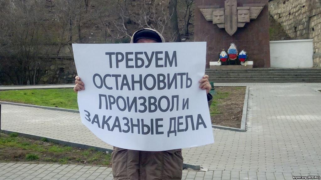«Власти» Крыма применяют избирательную практику для участников одиночных пикетов