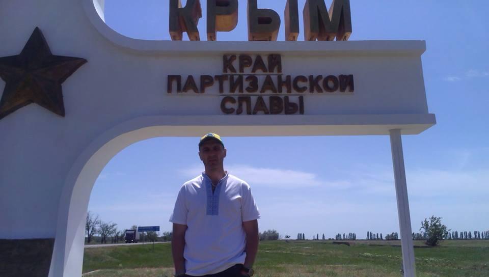 При въезде в Крым российские пограничники задержали активиста Вельдара Шукурджиева