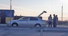 котроль авто украинскими таможенниками, сзади член из Аскера