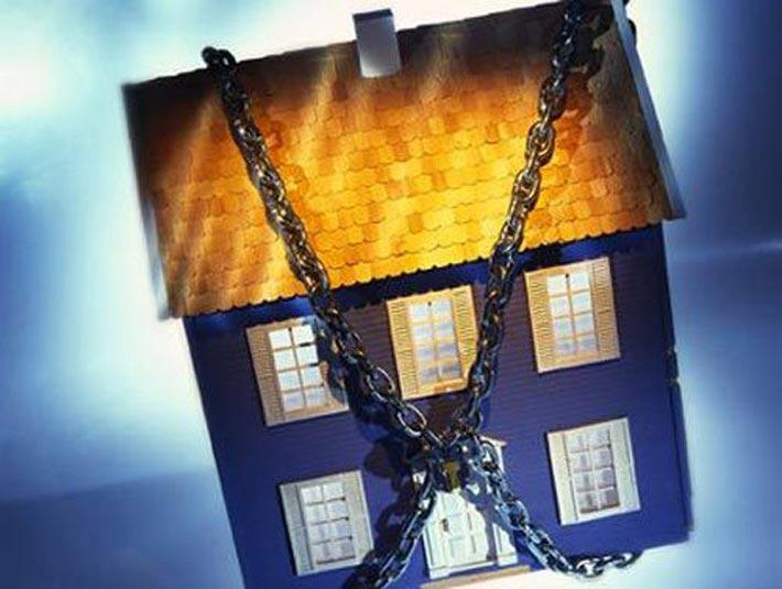 Российский Фонд защиты вкладчиков арестовал имущество крымчан по уже выплаченным украинским кредитам