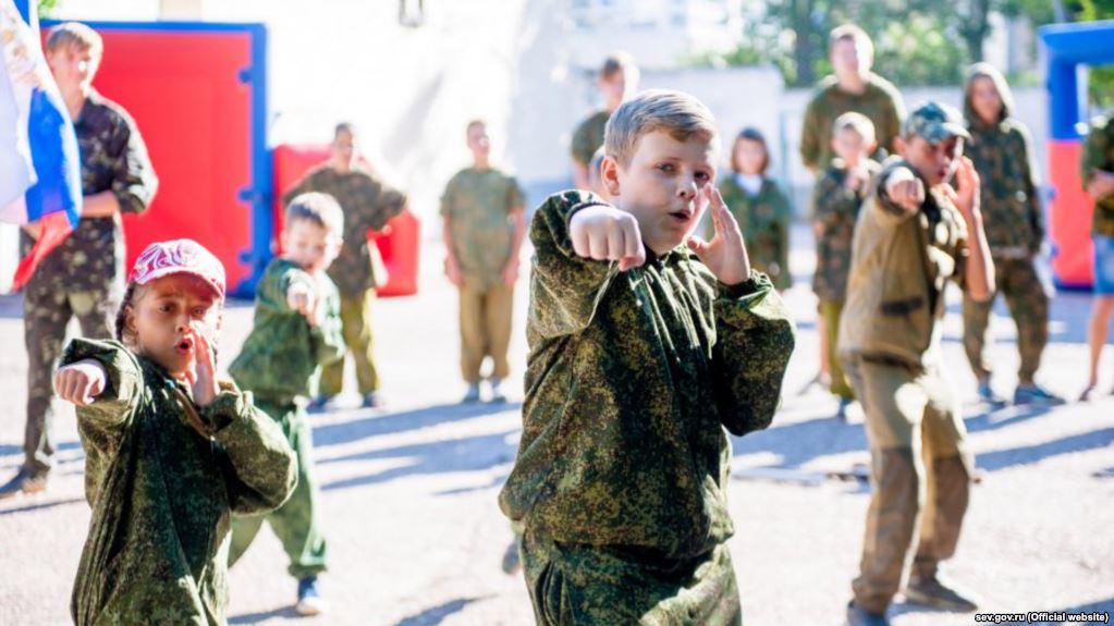 Правозащитники призывают защитить крымских детей от российской милитаризации