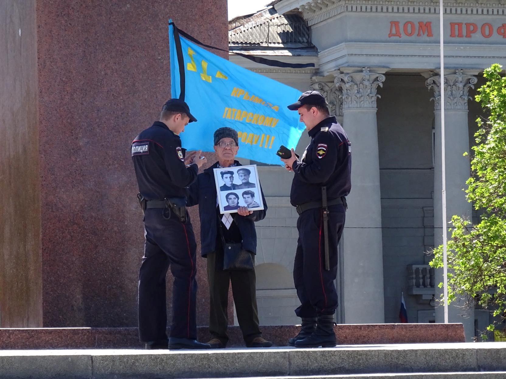 В День памяти жертв депортации в Крыму грубо нарушалась свобода мирных собраний
