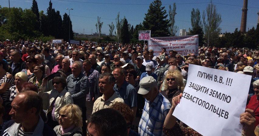В Севастополе приняли проект закона, который ограничивает свободу мирных собраний