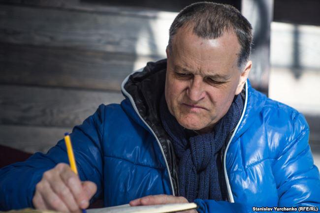 Депортований з Криму Костянтин Сізарєв більше року бореться  за своє повернення додому