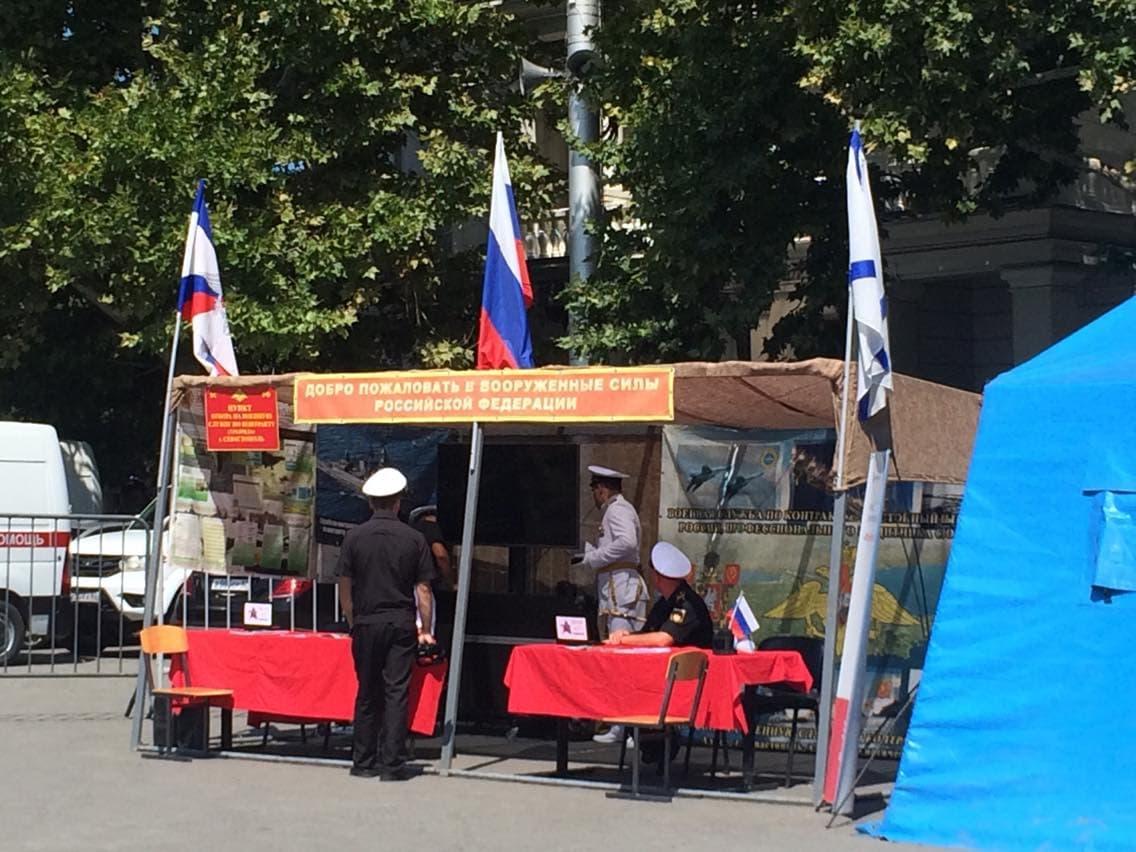 В Севастополе в нарушение Женевской конвенции проводили пропаганду службы в армии РФ