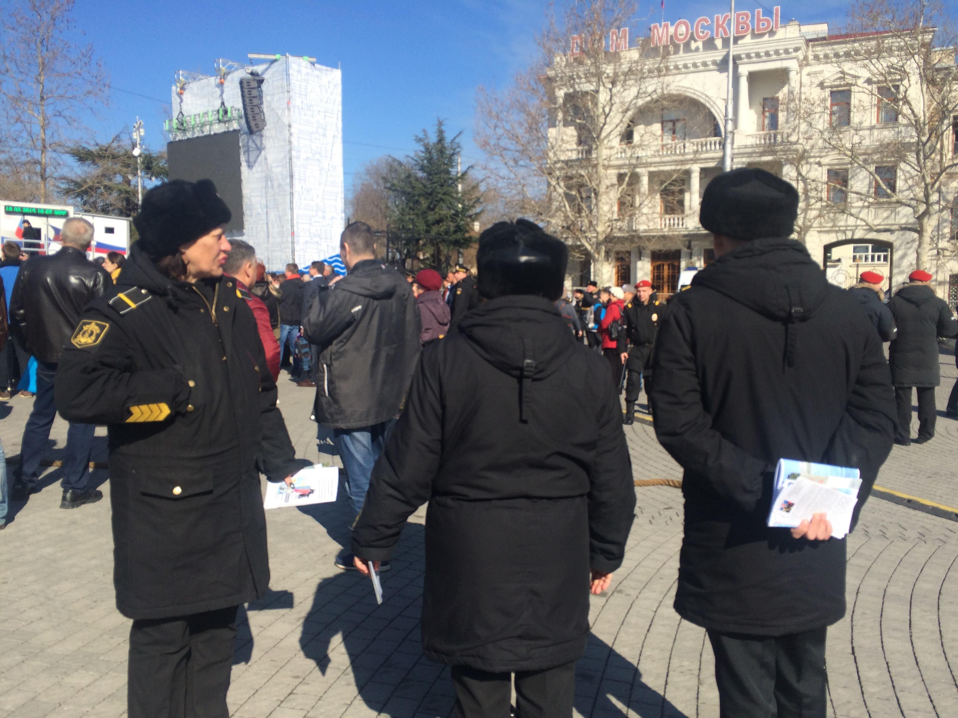 Севастопольців у порушення Женевської конвенції про захист цивільного населення під час війни активно вербують до армії РФ