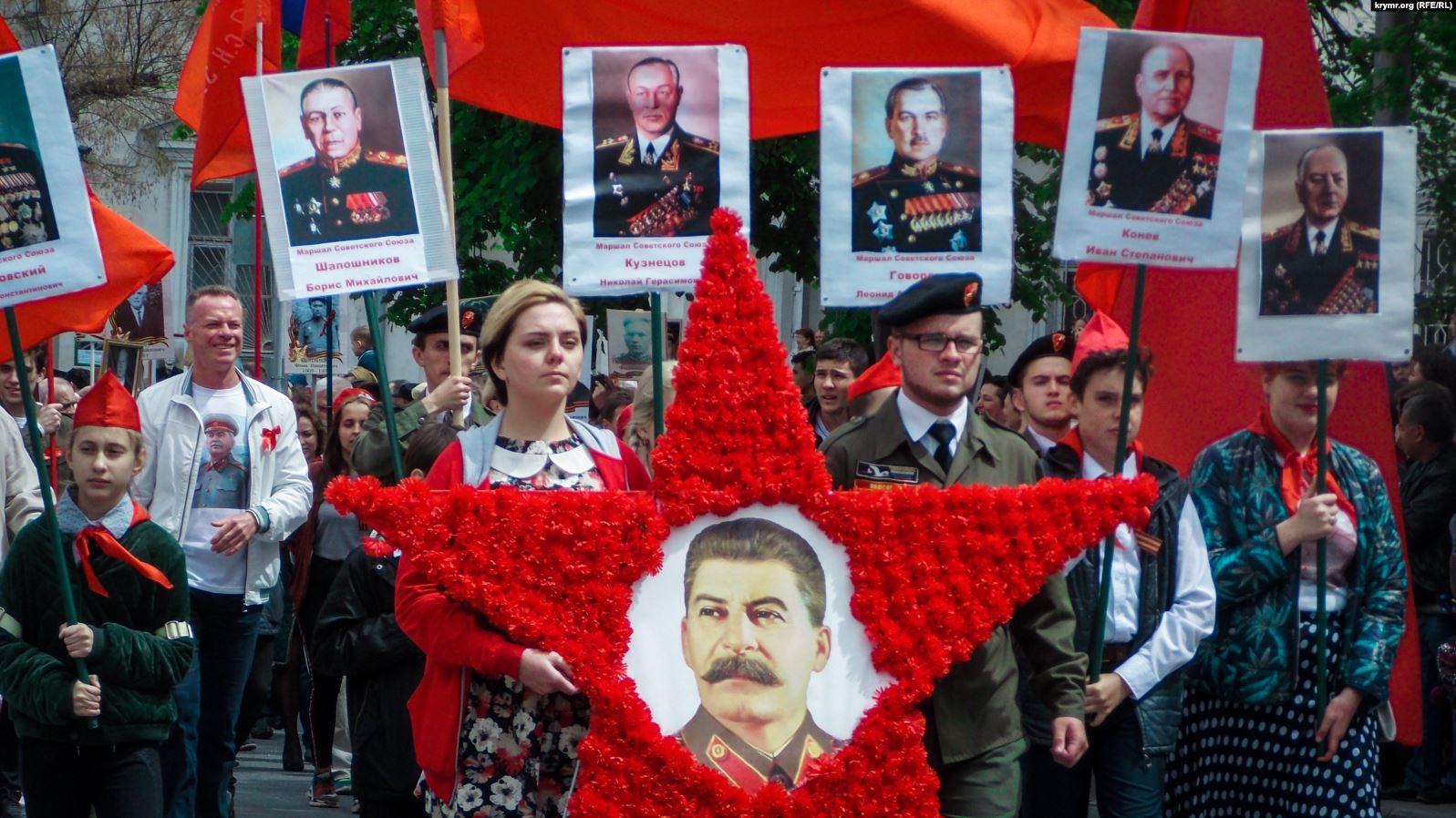 Мілітаризована пропаганда і посилення мови ворожнечі проти українців — що відбувається на травневі у Криму?