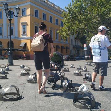 """Більше сотні капканів виставили у центрі Одеси – правозахисники провели акцію """"В'ЯЗНІ КРЕМЛЯ"""" на підтримку політв'язнів та військовополонених"""