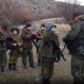 Евпаторийских школьников опрашивают о том, готовы ли они воевать за Россию с оружием в руках