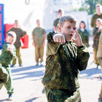 «Страшилки о бандеровцах стали системой». Как Россия воспитывает детей в Крыму