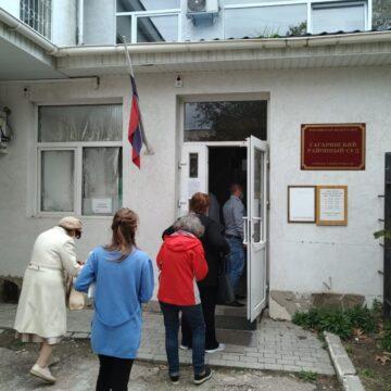 У Севастопольському «суді» розпочався новий розгляд справи «Свідка Єгови» Віктора Сташевського