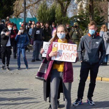 В Крыму за сутки не менее шести человек привлечены к админответственности за участие в мирной акции