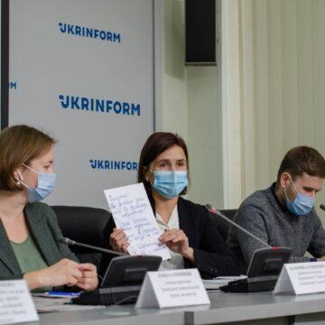Дружина журналіста Єсипенка закликала Зеленського домогтися звільнення її чоловіка в Криму