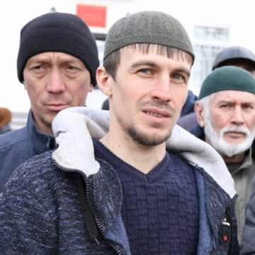 «Прокурор» просит «суд» оштрафовать «за недоносительство» на 50 тысяч рублей активиста Энвера Топчи