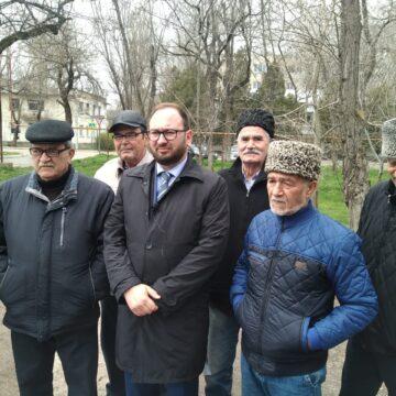 Машина, на которой приехал М.Джемилев, не пересекла условную «границу» пункта пропуска в Крым