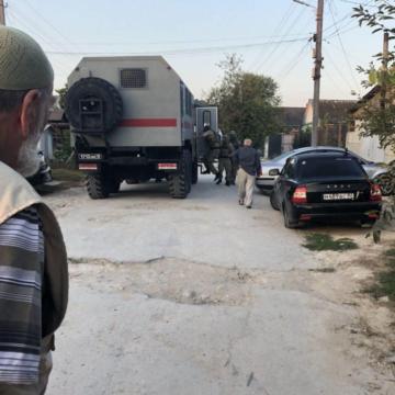 У Криму відбулися масові обшуки в будинках кримських татар, затримано п'ять активістів